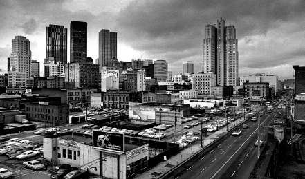 This is Howard Street between 3rd and 4th Streets. The area was considered Skid Row since the 1930s. This shot taken from the Netherlands Hotel on 4th and Howard Streets. The Moscone Center now occupies this area.