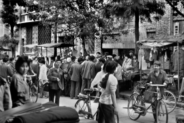 An impromptu street gathering and a hot sale blocking the street in Qujing was not a problem in 1987. Ten years later it would be different as China began importing and producing automobiles at such a rate that streets became clogged with traffic.